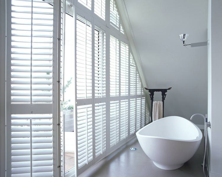 full_height_shutters_shaped_bathroom_white2