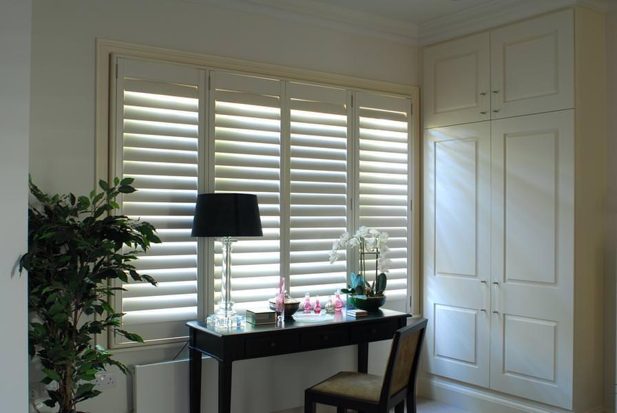 full_height_shutters_square_bedroom_white2